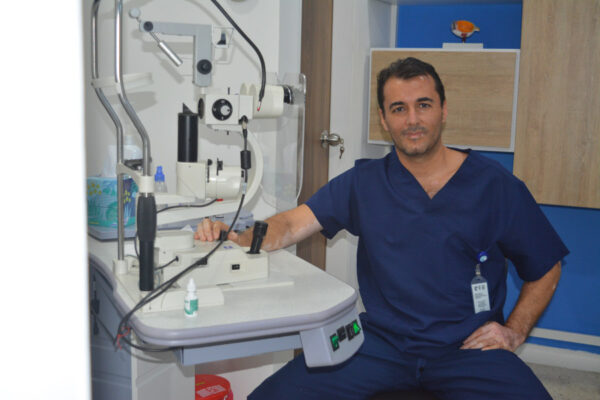 Oftalmólogo Carlos Rivera Hoyos